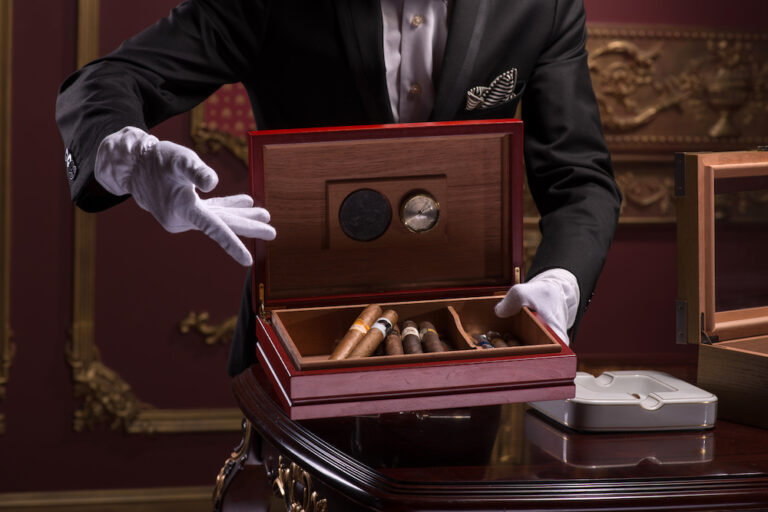 how to date a cigar box