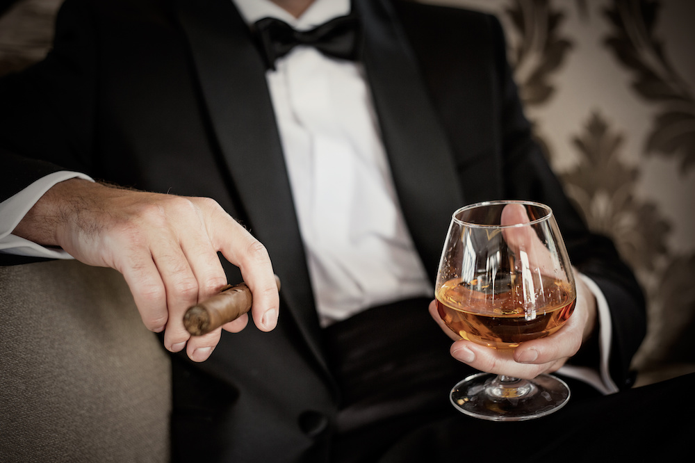 tips on how to hold a cigar