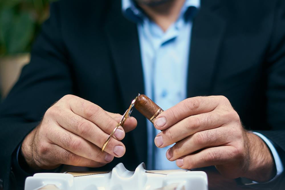 cutting a torpedo cigar